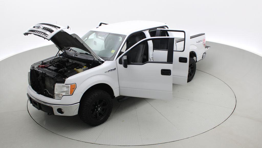 White[Oxford White] 2014 Ford F-150 XLT 4WD - SuperCrew, Black Alloys, Duratracs, 5.0L V8 Left Front Corner Photo in Winnipeg MB