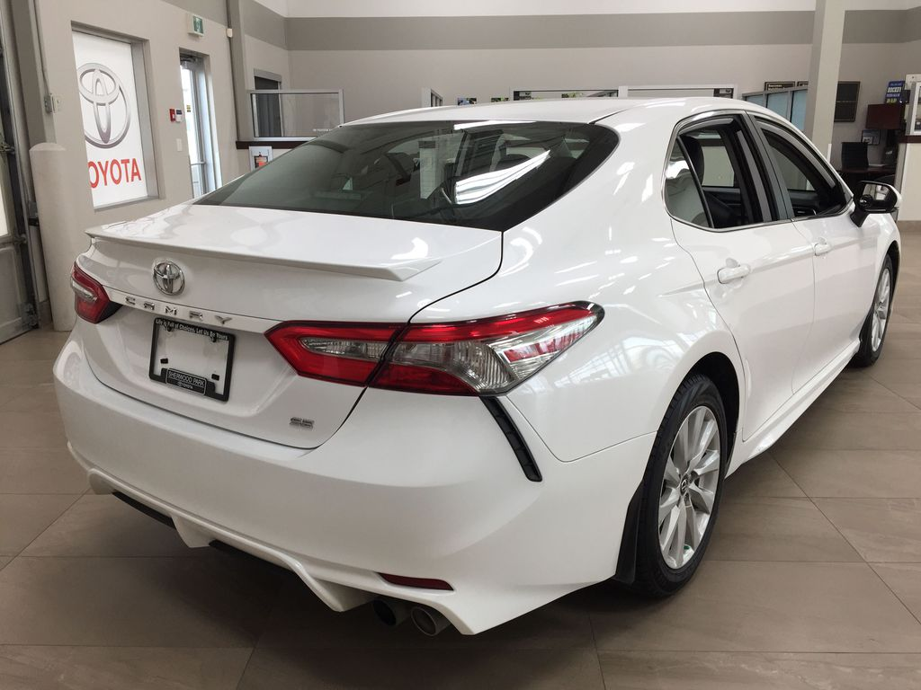 White[Super White] 2019 Toyota Camry SE Right Rear Corner Photo in Sherwood Park AB