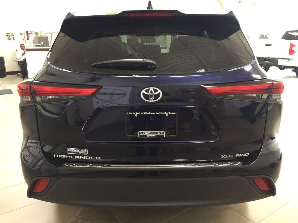 Blue[Blueprint] 2020 Toyota Highlander XLE Rear of Vehicle Photo in Sherwood Park AB