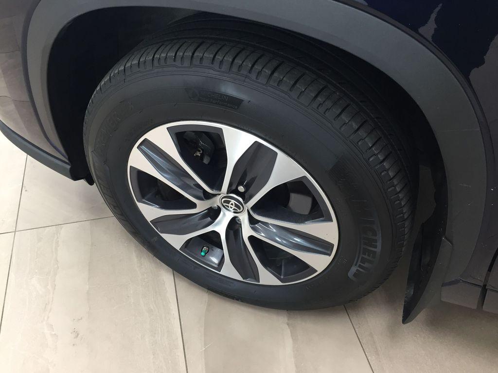 Blue[Blueprint] 2020 Toyota Highlander XLE Left Front Rim and Tire Photo in Sherwood Park AB