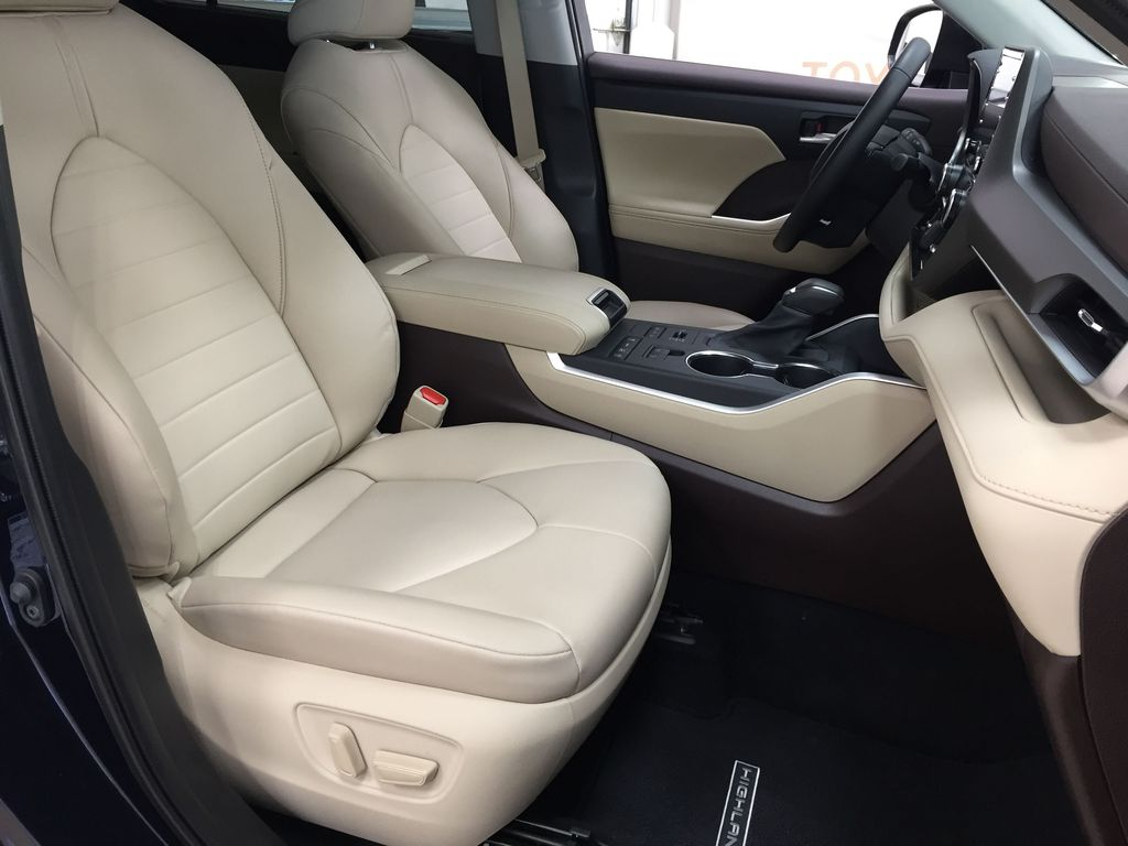 Blue[Blueprint] 2020 Toyota Highlander XLE Right Side Front Seat  Photo in Sherwood Park AB