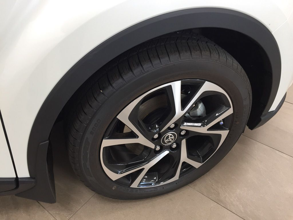 White[Blizzard Pearl] 2021 Toyota C-HR XLE Premium Right Front Rim and Tire Photo in Sherwood Park AB