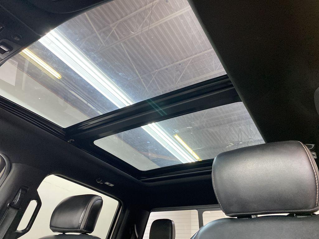 WHITE 2019 Ford Super Duty F-350 SRW Platinum - 360º Camera, Massage Seats, 5th Wheel Hitch Sunroof Photo in Edmonton AB