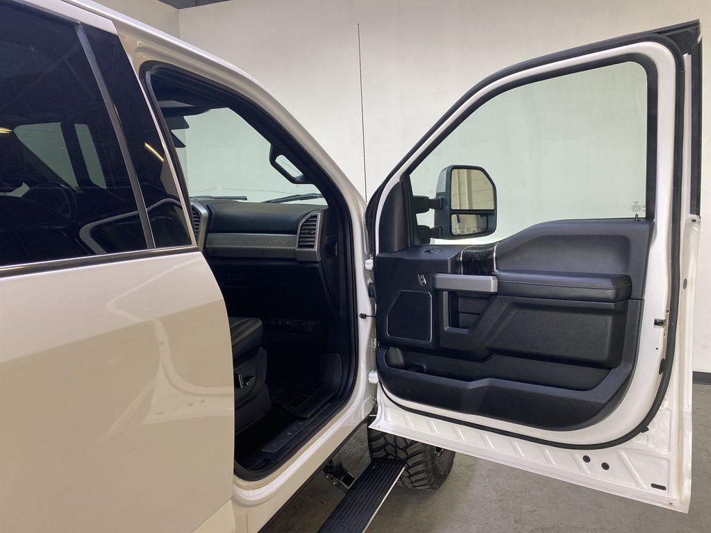 WHITE 2019 Ford Super Duty F-350 SRW Platinum - 360º Camera, Massage Seats, 5th Wheel Hitch Right Front Interior Door Panel Photo in Edmonton AB