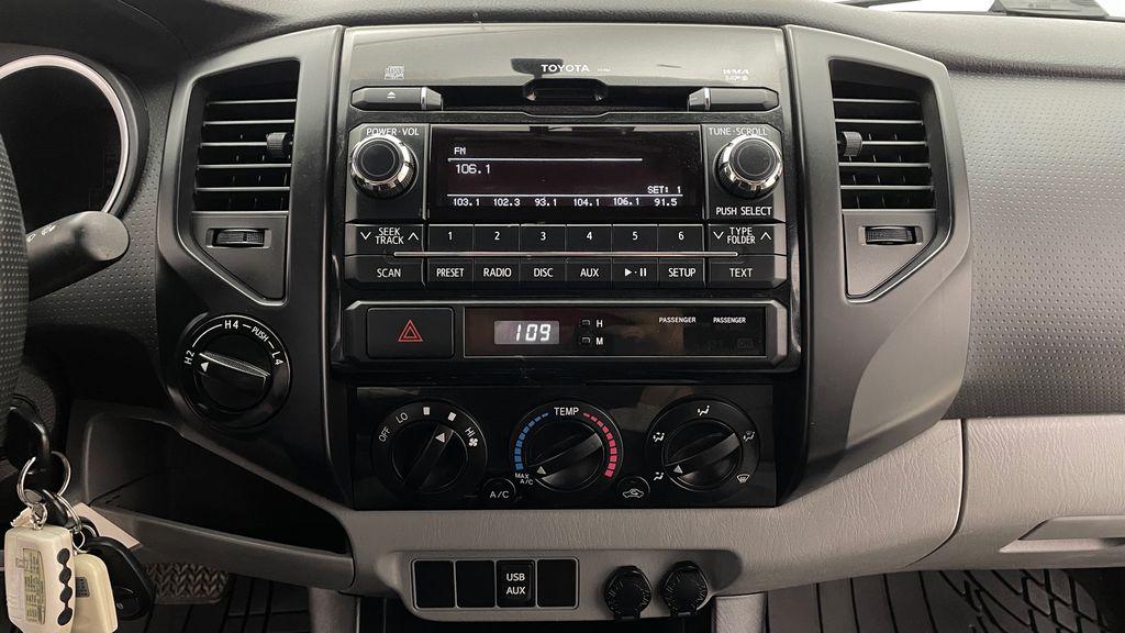 White[Alpine White] 2012 Toyota Tacoma Base 4WD - Double Cab, 4.0L V6, Fiberglass Tonneau Additional Photo 3 in Winnipeg MB