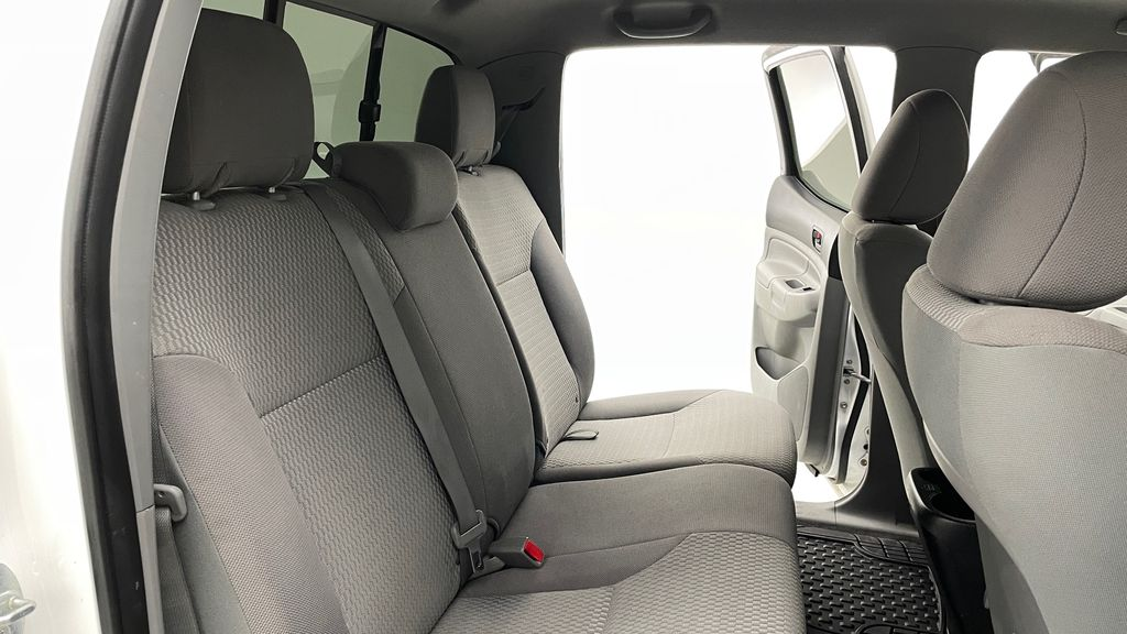 White[Alpine White] 2012 Toyota Tacoma Base 4WD - Double Cab, 4.0L V6, Fiberglass Tonneau Right Side Rear Seat  Photo in Winnipeg MB