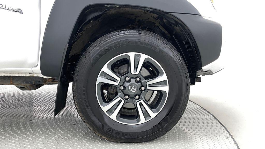 White[Alpine White] 2012 Toyota Tacoma Base 4WD - Double Cab, 4.0L V6, Fiberglass Tonneau Right Front Rim and Tire Photo in Winnipeg MB