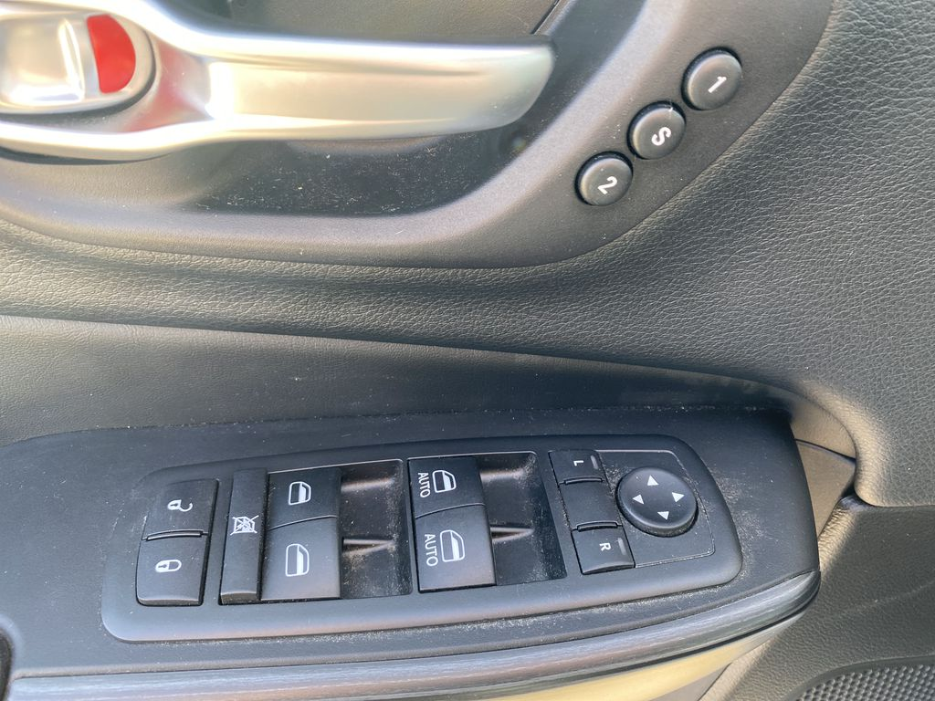 White[Bright White Clearcoat] 2014 Jeep Cherokee  Driver's Side Door Controls Photo in Edmonton AB