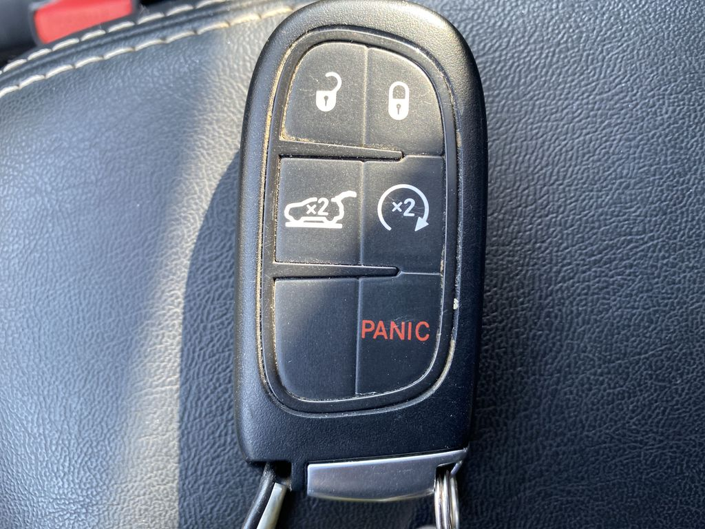 White[Bright White Clearcoat] 2014 Jeep Cherokee Key and Fob Photo in Edmonton AB