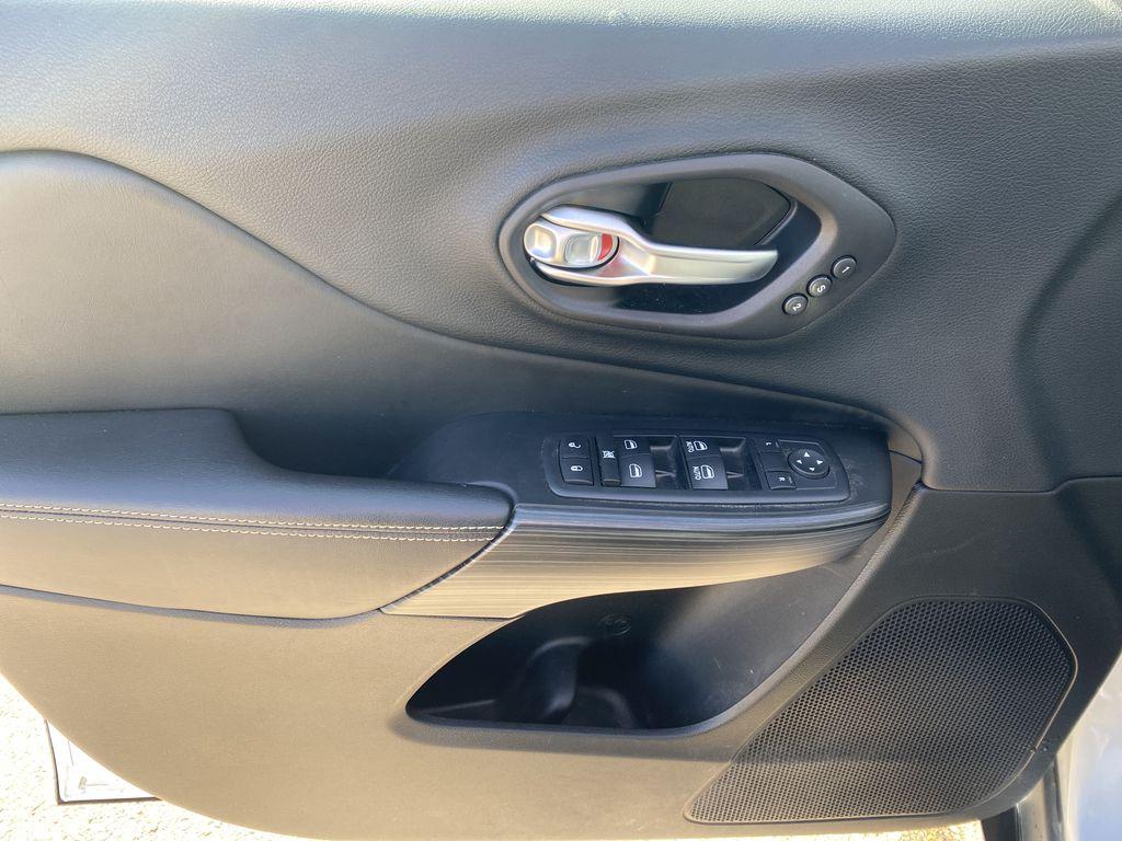 White[Bright White Clearcoat] 2014 Jeep Cherokee Left Front Interior Door Panel Photo in Edmonton AB