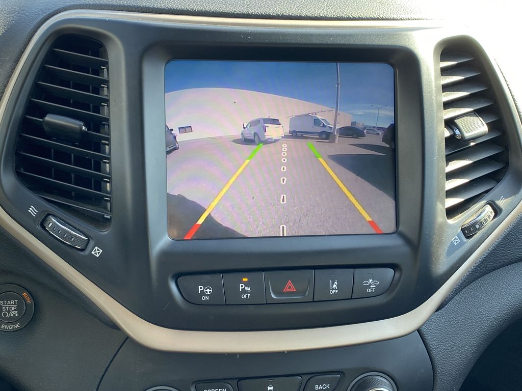White[Bright White Clearcoat] 2014 Jeep Cherokee Backup Camera Closeup Photo in Edmonton AB