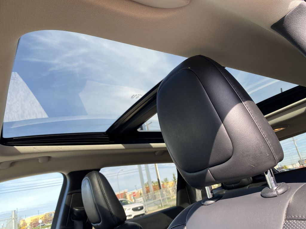 White[Bright White Clearcoat] 2014 Jeep Cherokee Sunroof Photo in Edmonton AB