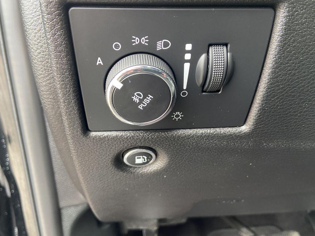 Black[Diamond Black Crystal Pearl] 2018 Jeep Grand Cherokee Odometer Photo in Brandon MB