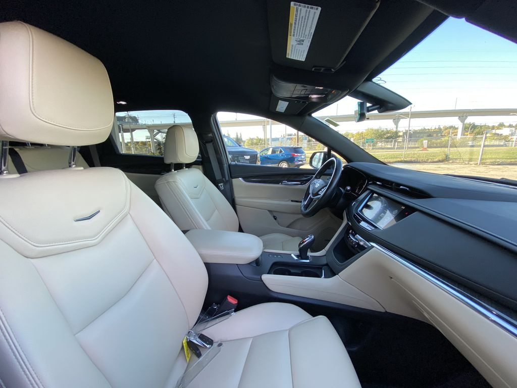 Black[Manhattan Noir Metallic] 2019 Cadillac XT5 Right Side Front Seat  Photo in Calgary AB
