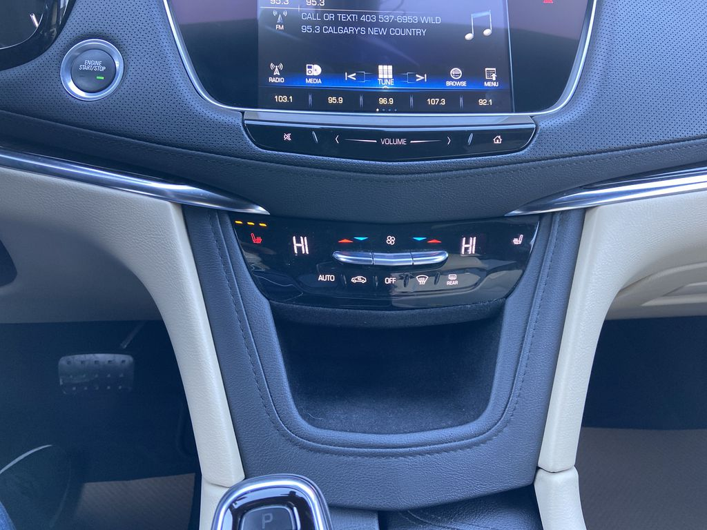 Black[Manhattan Noir Metallic] 2019 Cadillac XT5 Central Dash Options Photo in Calgary AB