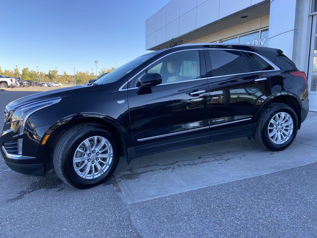 Black[Manhattan Noir Metallic] 2019 Cadillac XT5 Left Front Corner Photo in Calgary AB
