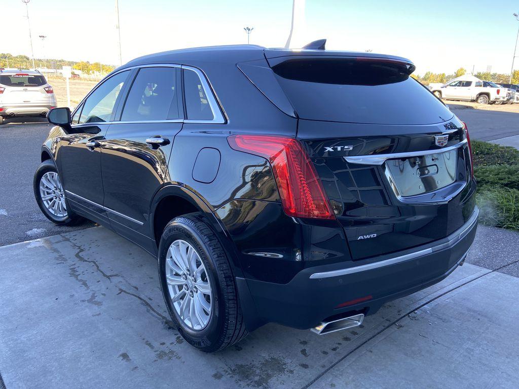 Black[Manhattan Noir Metallic] 2019 Cadillac XT5 Left Rear Corner Photo in Calgary AB