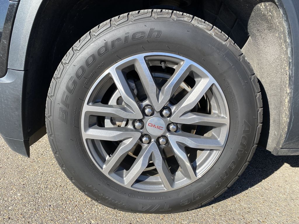 Black[Ebony Twilight Metallic] 2017 GMC Acadia Left Front Rim and Tire Photo in Edmonton AB