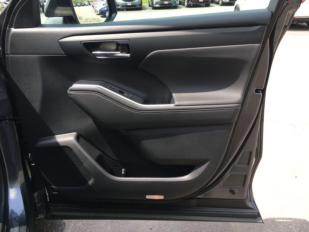 Gray[Magnetic Grey Metallic] 2021 Toyota Highlander AWD XLE Package GZRBHT AM Odometer Photo in Brampton ON