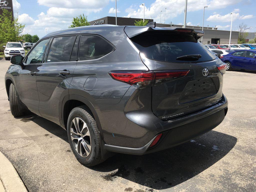 Gray[Magnetic Grey Metallic] 2021 Toyota Highlander AWD XLE Package GZRBHT AM Left Front Interior Door Panel Photo in Brampton ON