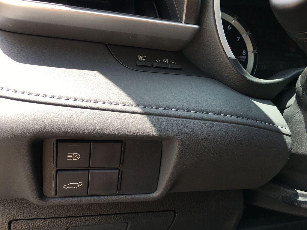 Gray[Magnetic Grey Metallic] 2021 Toyota Highlander AWD XLE Package GZRBHT AM Navigation Screen Closeup Photo in Brampton ON