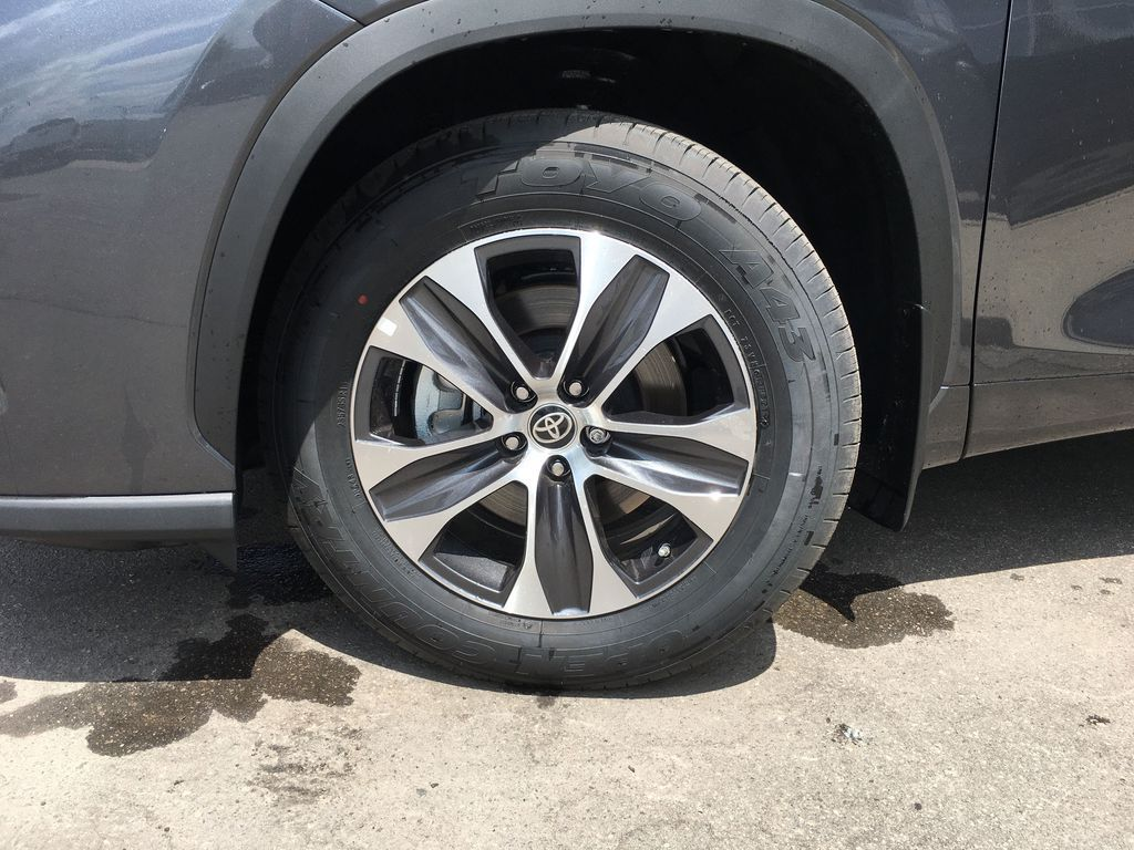 Gray[Magnetic Grey Metallic] 2021 Toyota Highlander AWD XLE Package GZRBHT AM Left Front Corner Photo in Brampton ON