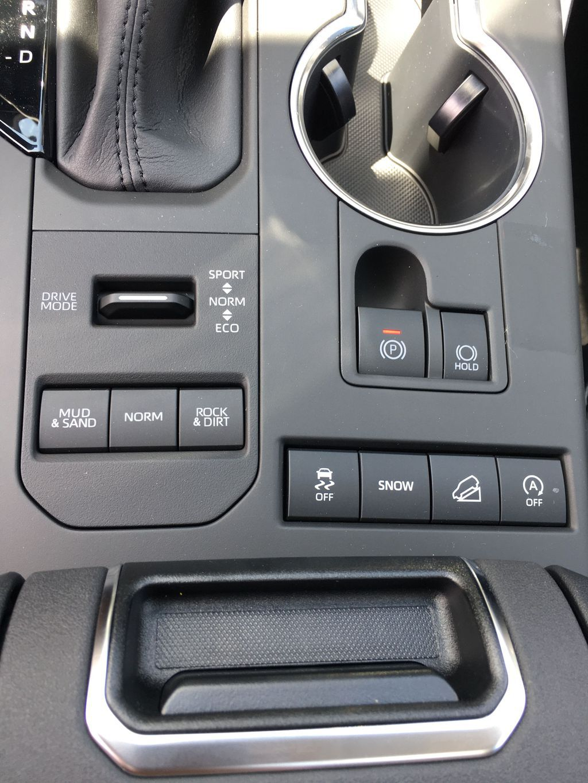Gray[Magnetic Grey Metallic] 2021 Toyota Highlander AWD XLE Package GZRBHT AM Right Rear Corner Photo in Brampton ON