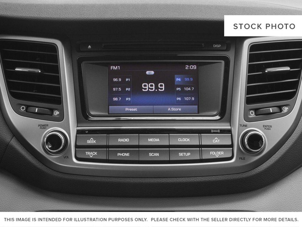 White[Winter White] 2018 Hyundai Tucson Radio Controls Closeup Photo in Ottawa ON