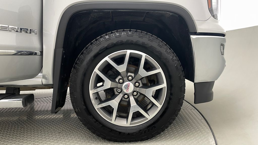 Silver[Quicksilver Metallic] 2017 GMC Sierra 1500 SLT Z71 4WD - Crew Cab, 5.3L, LOW KMs Right Front Rim and Tire Photo in Winnipeg MB