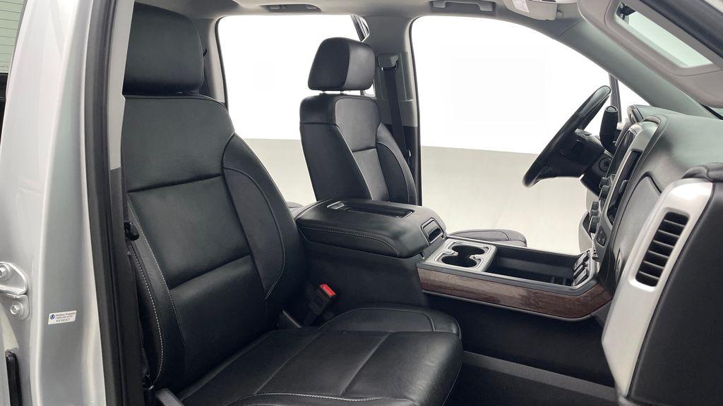 Silver[Quicksilver Metallic] 2017 GMC Sierra 1500 SLT Z71 4WD - Crew Cab, 5.3L, LOW KMs Right Side Front Seat  Photo in Winnipeg MB