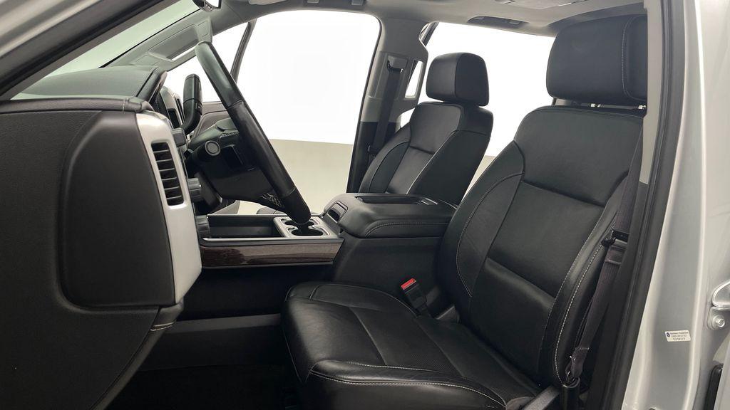 Silver[Quicksilver Metallic] 2017 GMC Sierra 1500 SLT Z71 4WD - Crew Cab, 5.3L, LOW KMs Left Front Interior Photo in Winnipeg MB