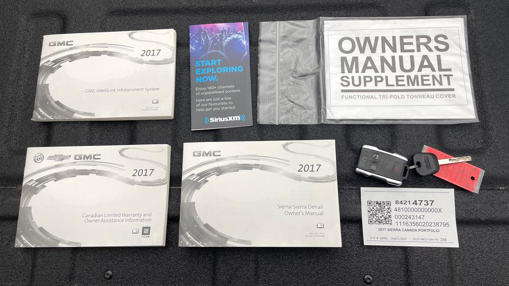 Silver[Quicksilver Metallic] 2017 GMC Sierra 1500 SLT Z71 4WD - Crew Cab, 5.3L, LOW KMs Mobile Accessories in Winnipeg MB