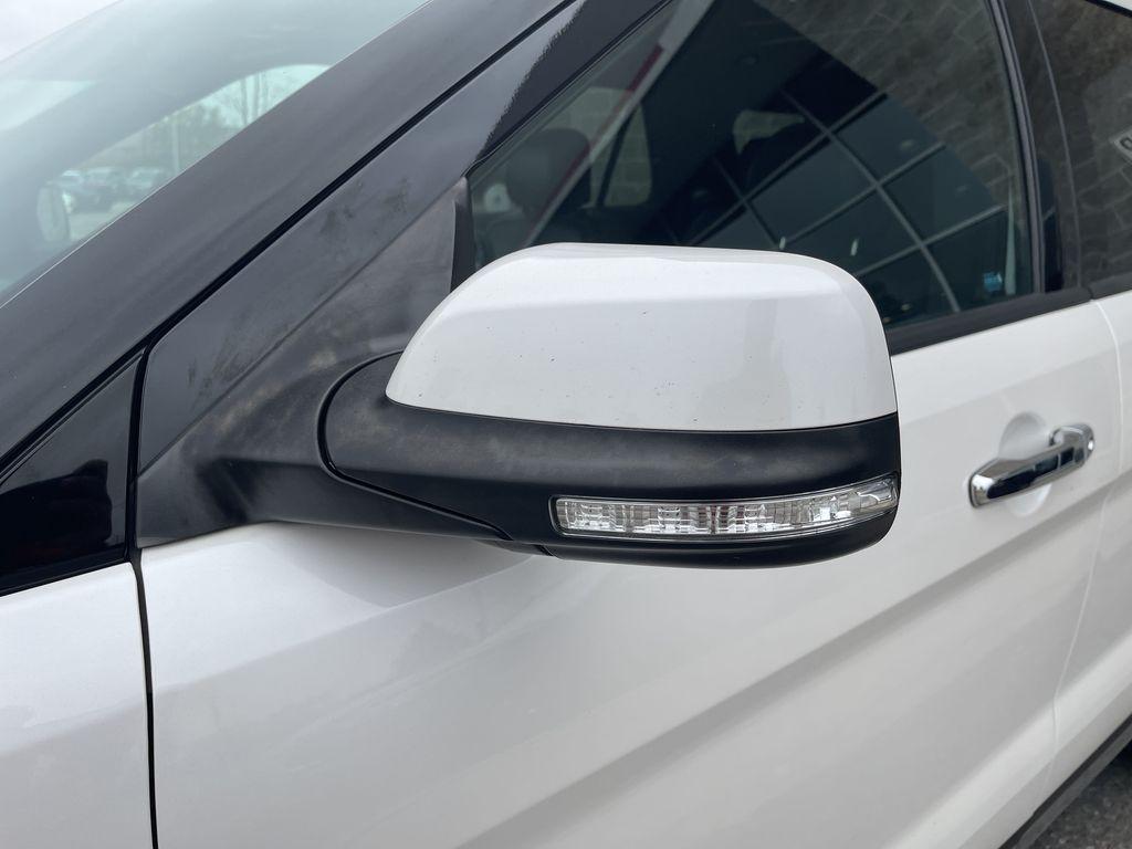 White[White Platinum Metallic Tri-Coat] 2017 Ford Explorer clean Left Side Rear Seat  Photo in Brampton ON