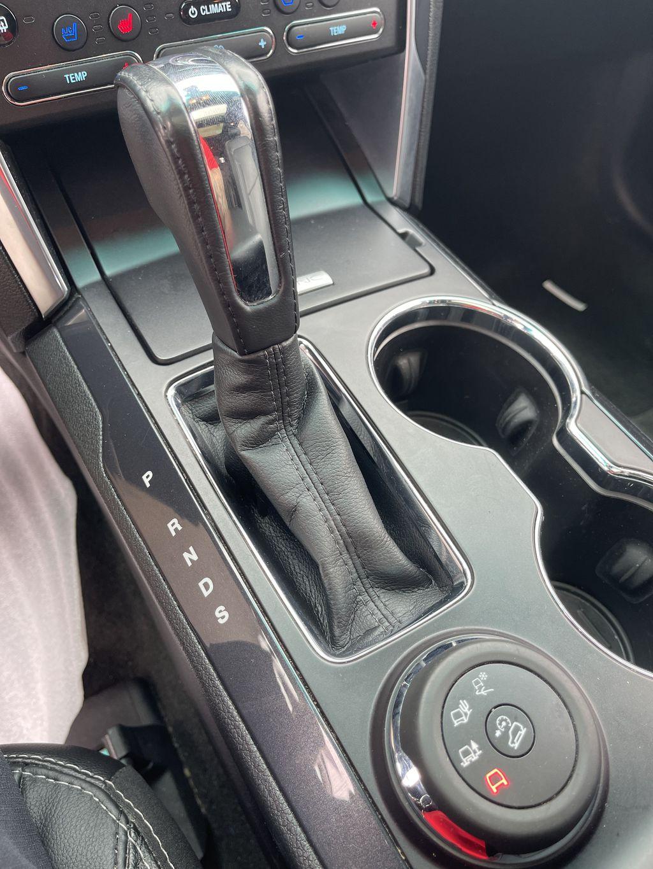 White[White Platinum Metallic Tri-Coat] 2017 Ford Explorer clean Right Rear Interior Door Panel Photo in Brampton ON