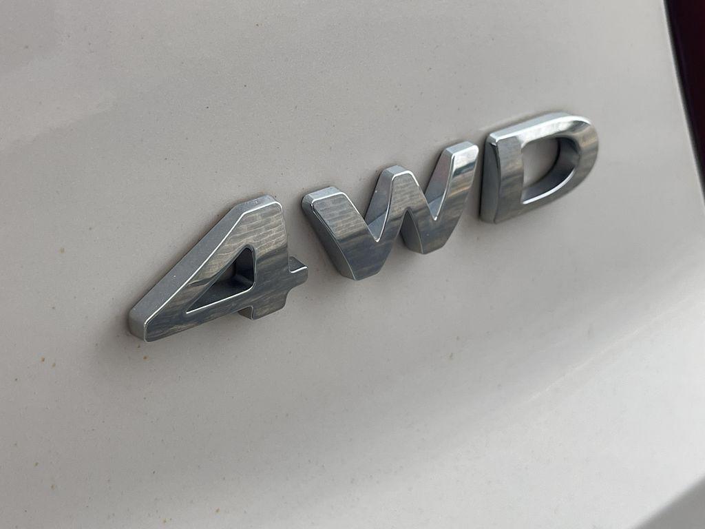 White[White Platinum Metallic Tri-Coat] 2017 Ford Explorer clean Sunroof Photo in Brampton ON