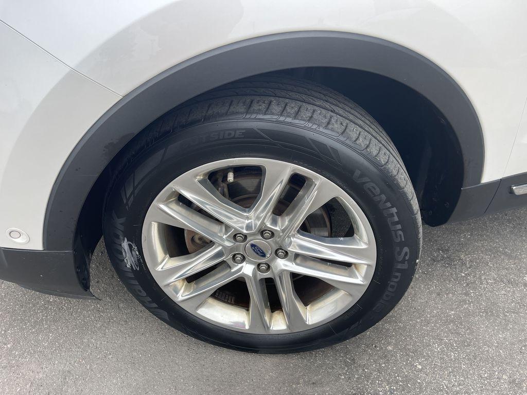 White[White Platinum Metallic Tri-Coat] 2017 Ford Explorer clean Left Front Corner Photo in Brampton ON