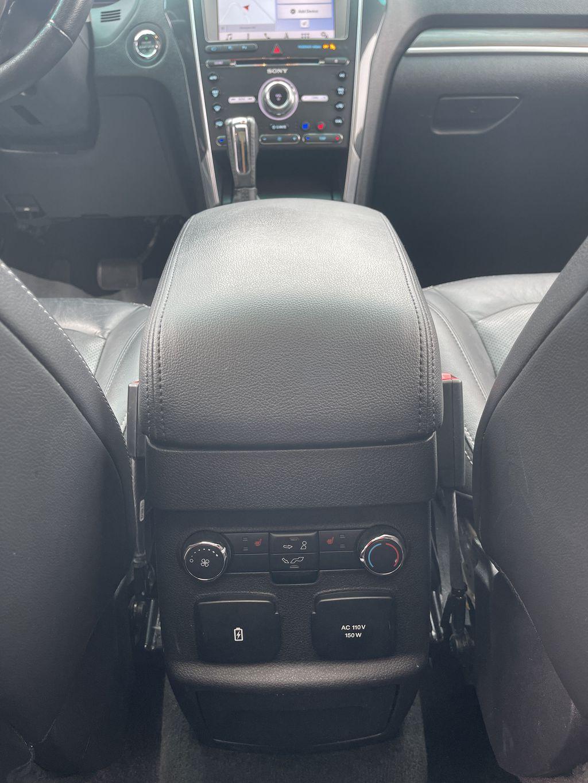 White[White Platinum Metallic Tri-Coat] 2017 Ford Explorer clean Right Front Interior Door Panel Photo in Brampton ON