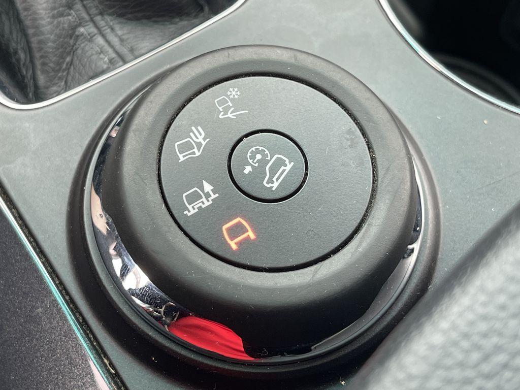 White[White Platinum Metallic Tri-Coat] 2017 Ford Explorer clean Right Side Rear Seat  Photo in Brampton ON