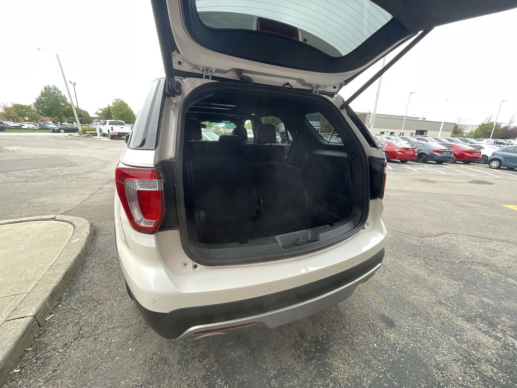 White[White Platinum Metallic Tri-Coat] 2017 Ford Explorer clean Central Dash Options Photo in Brampton ON