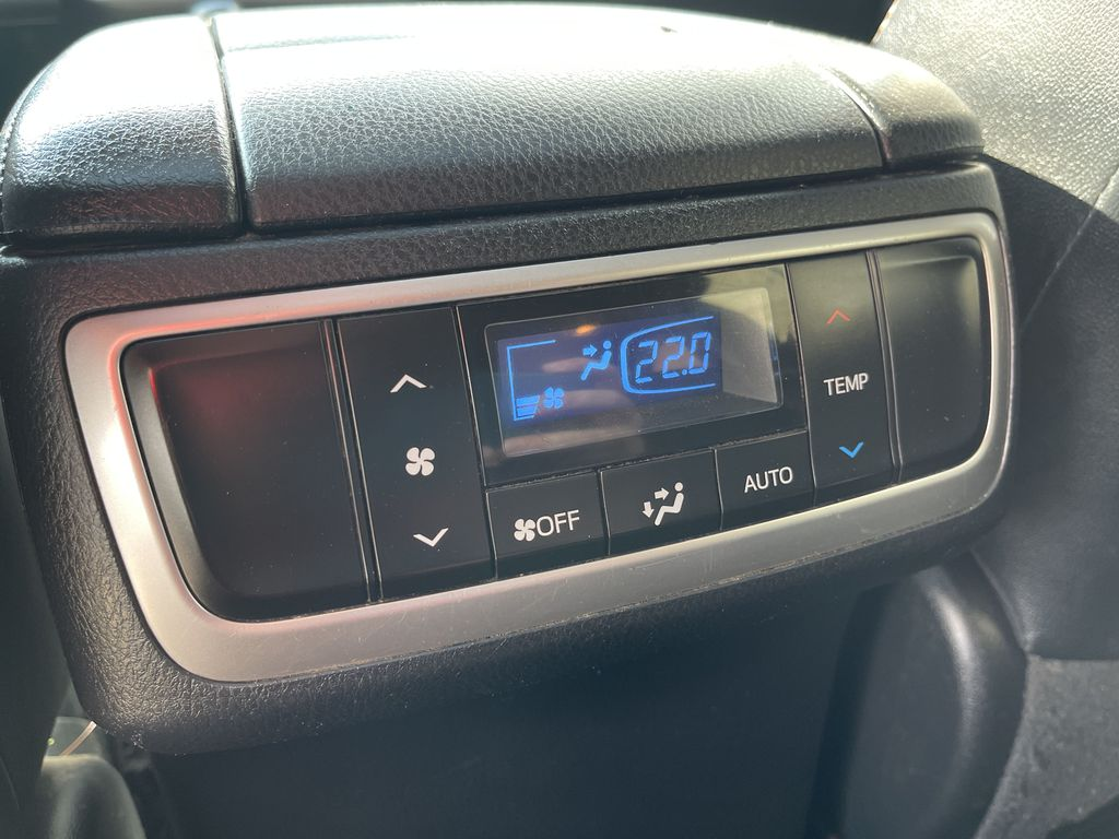 White[Blizzard Pearl] 2017 Toyota Highlander clean Right Front Interior Door Panel Photo in Brampton ON