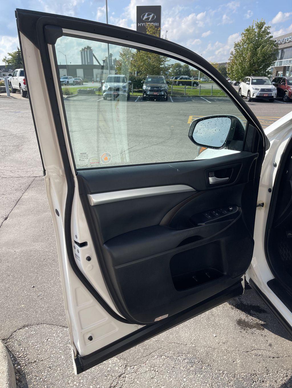 White[Blizzard Pearl] 2017 Toyota Highlander clean Left Rear Interior Door Panel Photo in Brampton ON