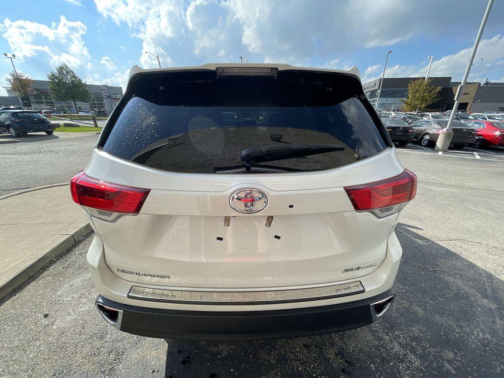 White[Blizzard Pearl] 2017 Toyota Highlander clean Left Front Interior Photo in Brampton ON