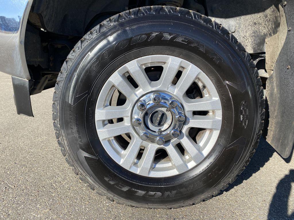 White[Oxford White] 2019 Ford Super Duty F-250 SRW Left Front Rim and Tire Photo in Edmonton AB