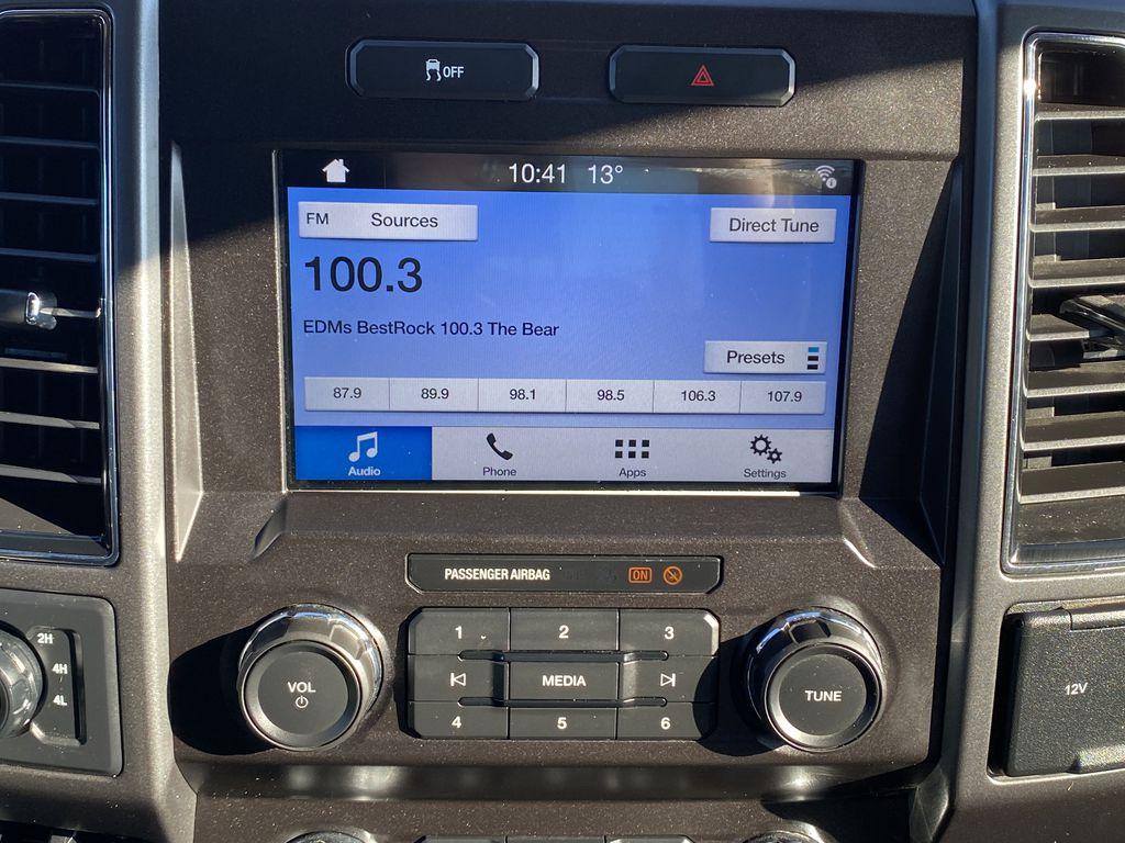 White[Oxford White] 2019 Ford Super Duty F-250 SRW Radio Controls Closeup Photo in Edmonton AB
