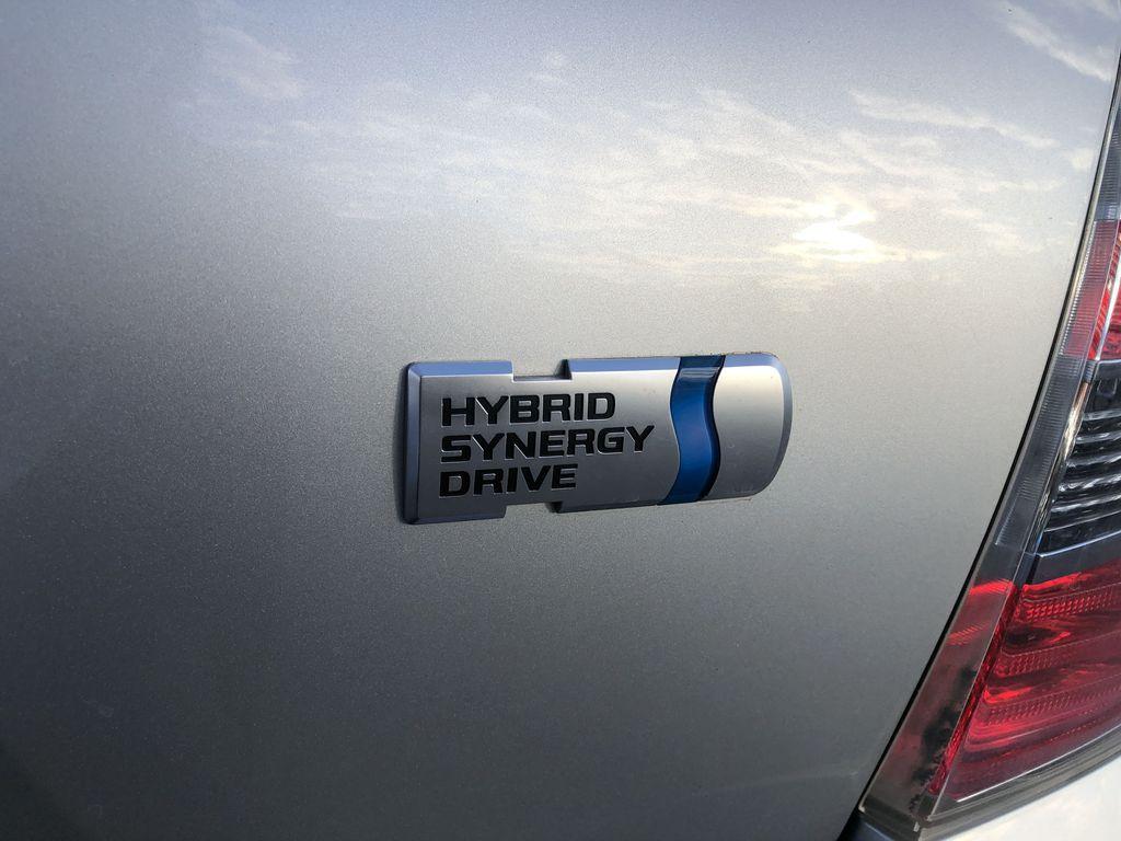 Silver[Classic Silver Metallic] 2009 Toyota Highlander Hybrid Trim Specific Photo in Kelowna BC