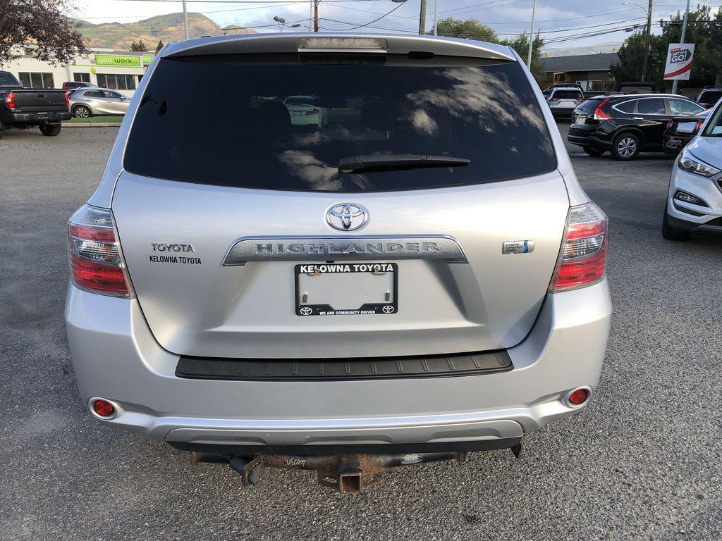 Silver[Classic Silver Metallic] 2009 Toyota Highlander Hybrid Rear of Vehicle Photo in Kelowna BC