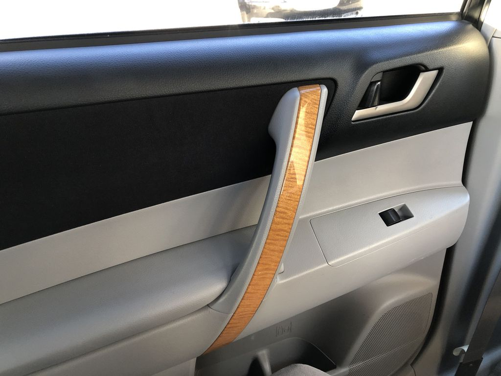Silver[Classic Silver Metallic] 2009 Toyota Highlander Hybrid Left Rear Interior Door Panel Photo in Kelowna BC