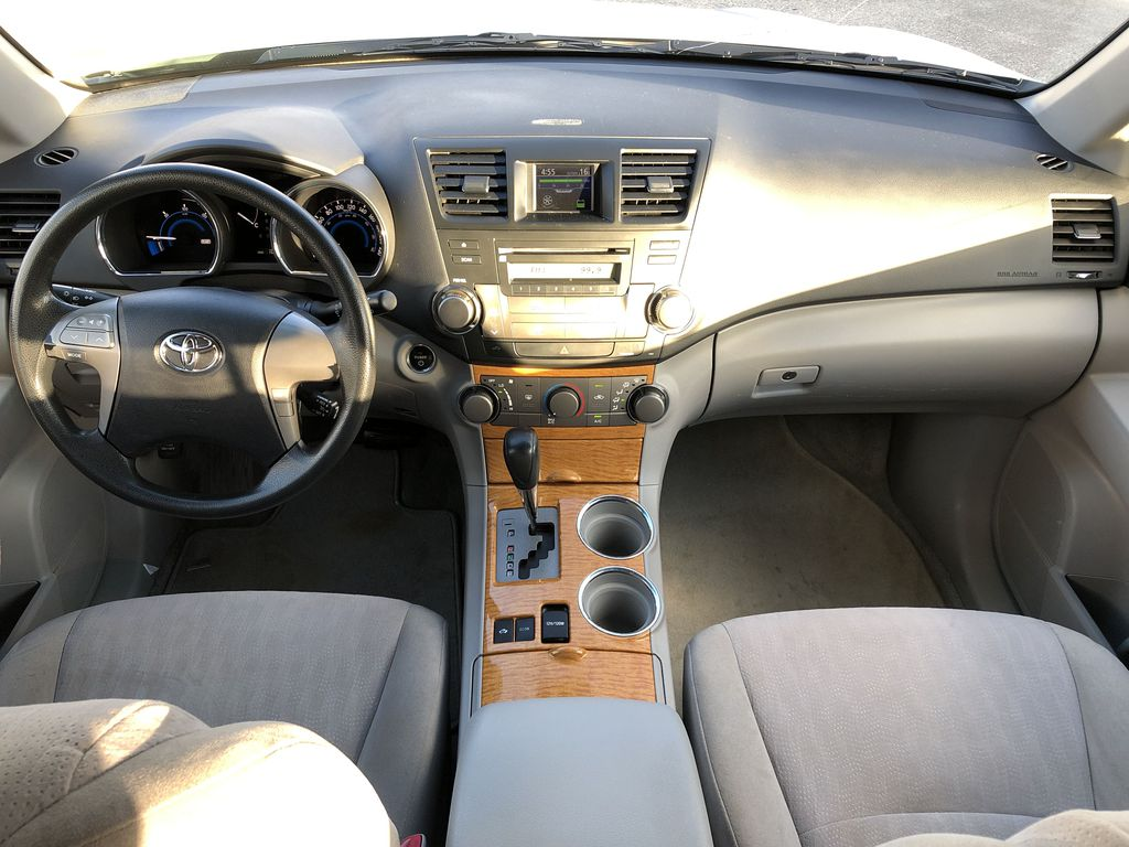Silver[Classic Silver Metallic] 2009 Toyota Highlander Hybrid Main Interior Photo in Kelowna BC
