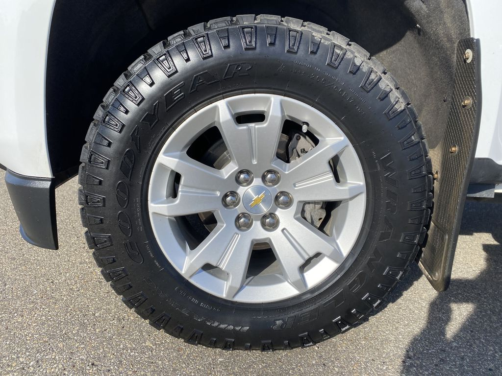 White[Summit White] 2017 Chevrolet Colorado Left Front Rim and Tire Photo in Edmonton AB