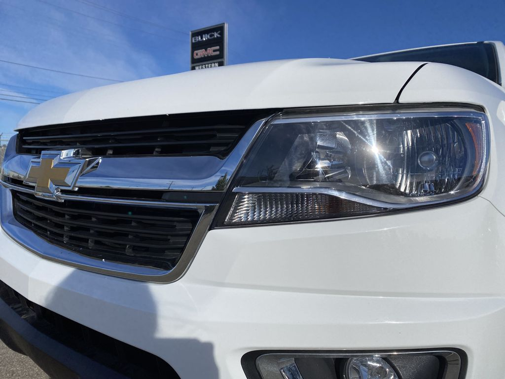 White[Summit White] 2017 Chevrolet Colorado Left Front Head Light / Bumper and Grill in Edmonton AB